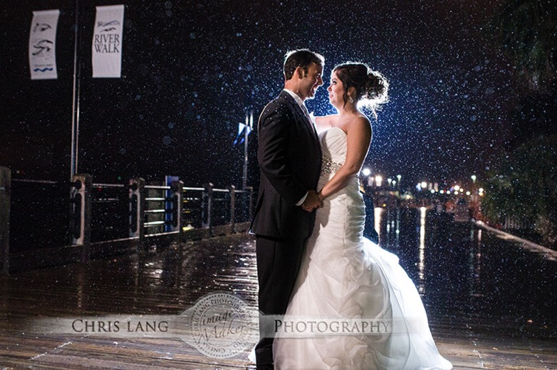 Picture or Bride & Groom in Downtown Wilmington NC RIverfront